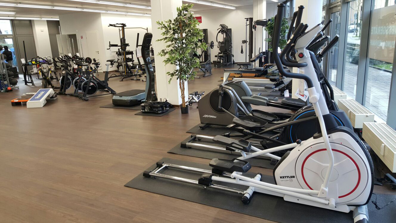 sport tiedje in dresden europas nr 1 f r fitnessger te. Black Bedroom Furniture Sets. Home Design Ideas