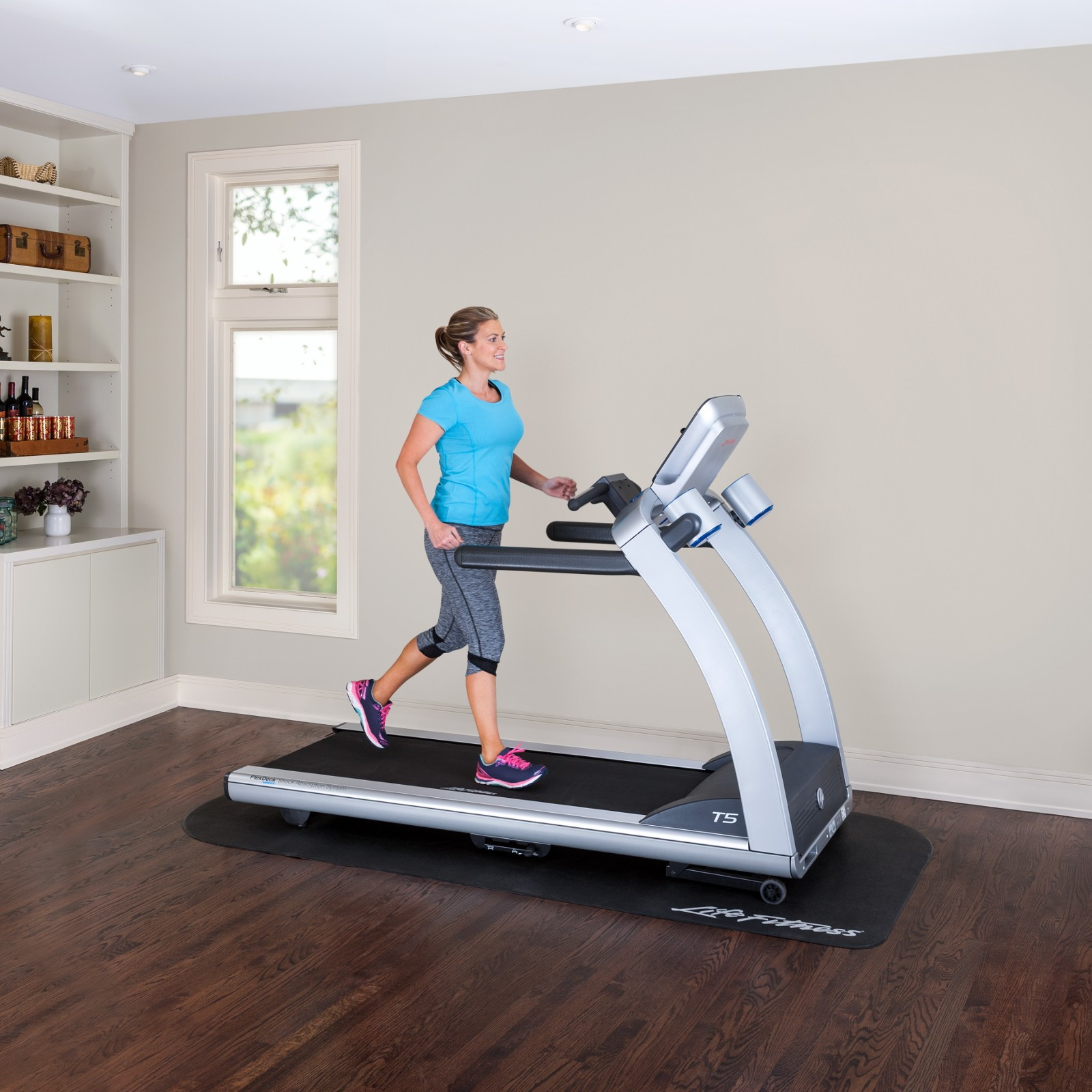 life fitness laufband t5 track connect sport tiedje. Black Bedroom Furniture Sets. Home Design Ideas