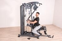 Vorteil Kraftstation: Am Ruderzug können Sie gezielt Ihren Rücken stärken