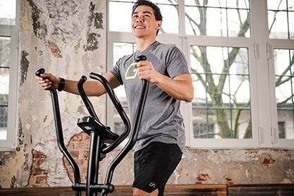 Vorteil von einem Crosstrainer: Ganzkörpertraining mit Spaß