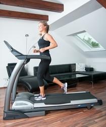Daheim mit Spaß trainieren: Das cardiostrong Laufband TX50